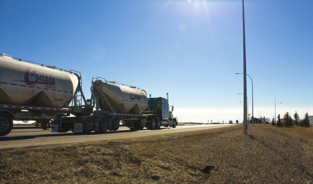 Double tanker driving into the horizon